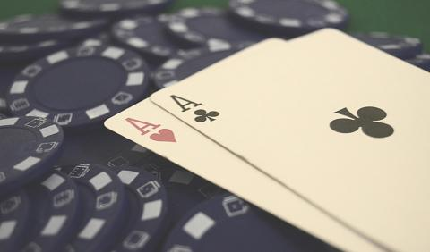 Play Smart To Win Smart At Poker And Domino Online!
